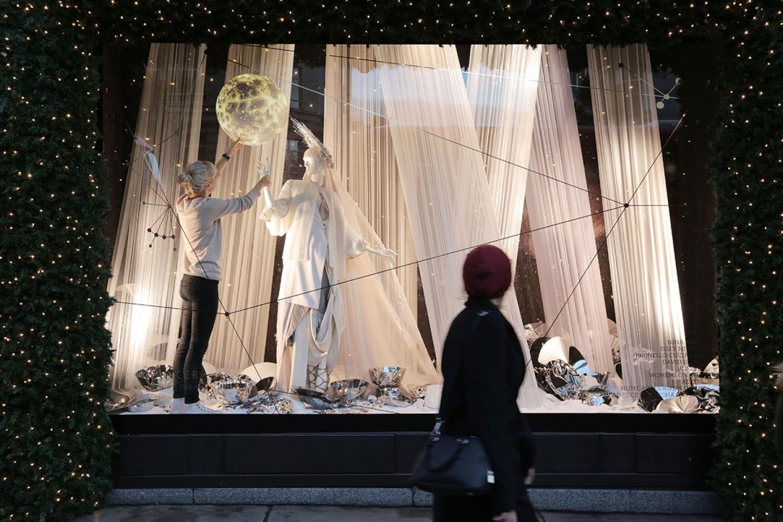 WEB Selfridges Christmas Windows 2015 Journey to the Stars Zodiac Cancer