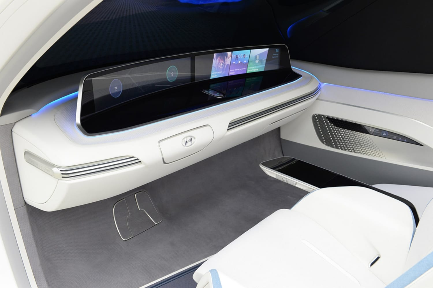 WEB 47119 HYUNDAI MOTOR DEMONSTRATES MOBILITY VISION WITH HYPER CONNECTED CAR AND
