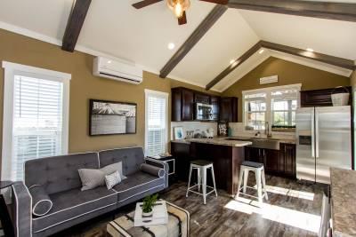 523 Living Room/Kitchen