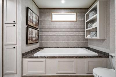 Champion Homes - Benton, Kentucky - Bathroom