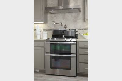 Silvercrest Kingsbrook, California - stainless steel appliances, pot filler