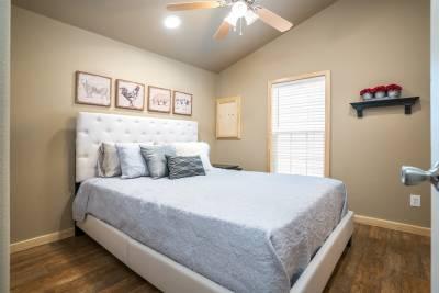 Park Model RV 522 master bedroom
