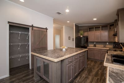 Rio Grand XL kitchen and hutch