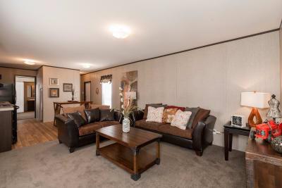 Redman 1466A living room