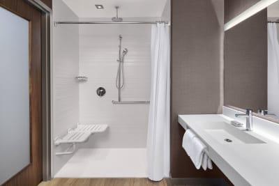 AC Hotel Louisville bathroom