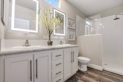 Genesis Homes - Model 11 master bathroom