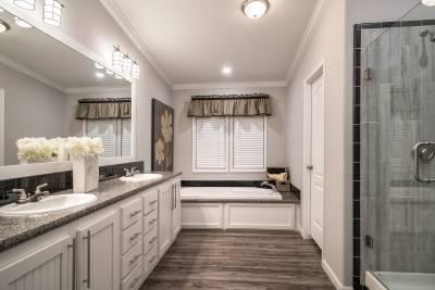 Cimarron Classic bathroom - Athens, Texas