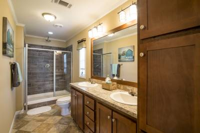 Cimarron Classic bathroom, Athens, Texas