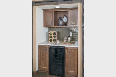 CDC 2864 butler's pantry with wet bar