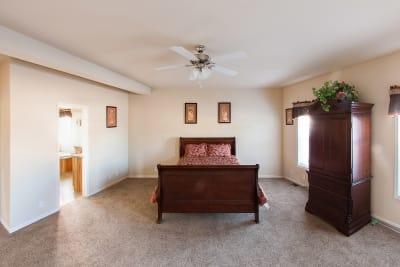 Huntington 887 master bedroom