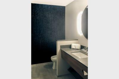 Fairfield Inn & Suites bathroom