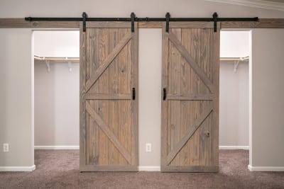 Cimarron 3264R master bedroom closet