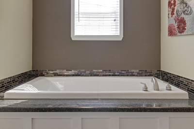 Atlantic MOD 3276-05 master bath tub