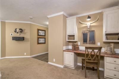 Ridgecrest 6010 foyer and desk