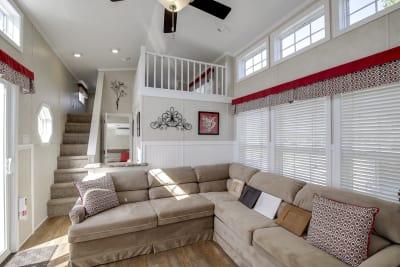 Model 552L living room