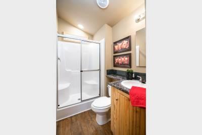 Park Model RV 522 bathroom