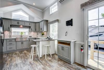 A905LE Kitchen