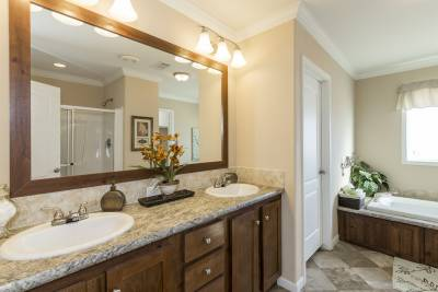 Cimarron Classic bathroom - Athens, Texas