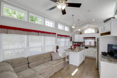 Model 552L living room and kitchen