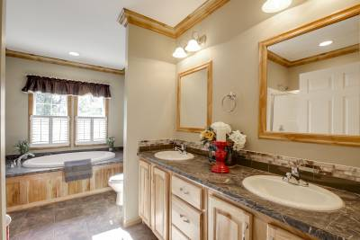 Atlantic Homes, Claysburg, Pennsylvania, bathrooms