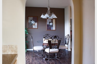 Huntington 887 dining room