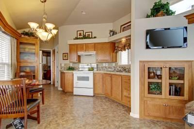 Royal 213 kitchen