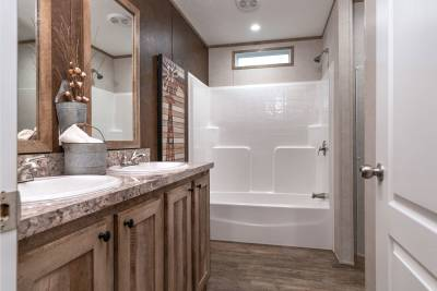 Champion Homes - Benton, Kentucky - bathroom