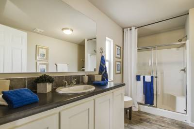 Redman Homes, Lindsay, California, Bathrooms