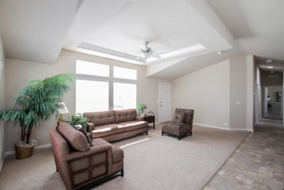Bradford BD-07 living room