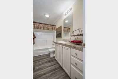 Ridgecrest 6010 bathroom