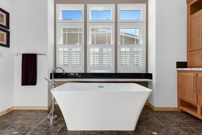 Champion Homes, York NE, Radiant Spa Bath