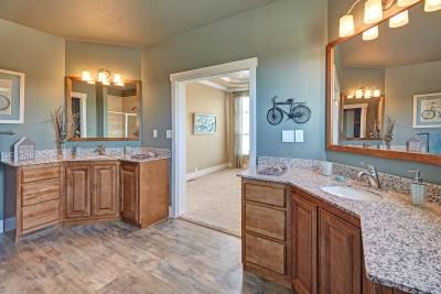 Redman Homes, Lindsay, California, Bathrooms