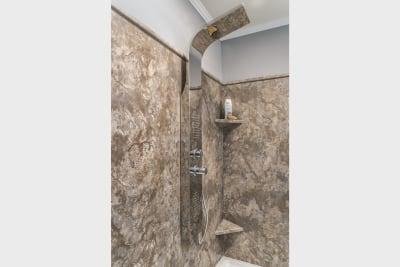 Dutch Diamond optional Radiant Spa Bath