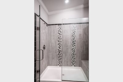 Cimarron CC3268R master bathroom