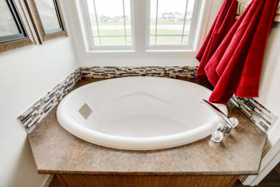 Enterprise FH64 master bathroom tub