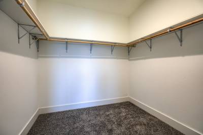 Central Great Plains 964 walk-in closet