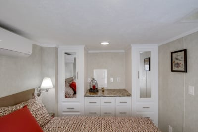 Model 552L bedroom