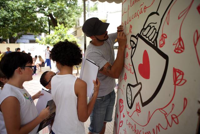 Ação especial realizada na Escola Encontro com palestra, apresentação artística e oficina criativa.