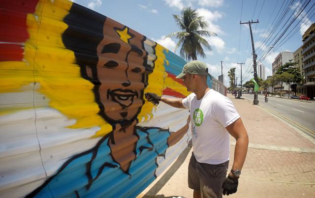 Pintura de mural em tapume de construção do Cais do Imperador, que é um ponto Eco Turístico no coração da cidade do Recife. Nessa pintura eu utilizei nossa vocação turística, a sustentabilidade e amor como principais temas.