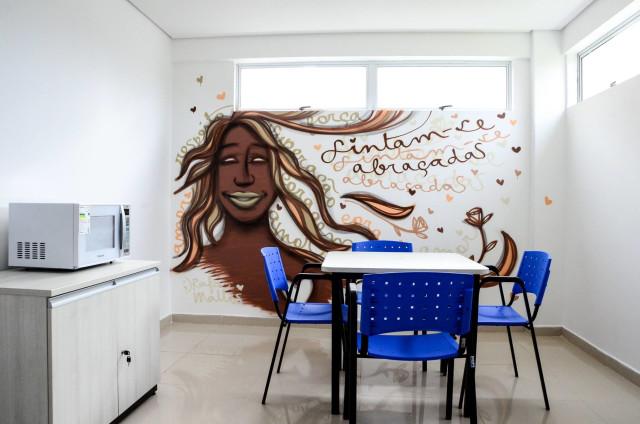 Sintam-se abraçadas | Pintura realizada em ala que cuida de mulheres vítimas de violência física, moral e psicológica no Hospital da Mulher do Recife. Repercussão maravilhosa e percepção de dever cumprido. <3