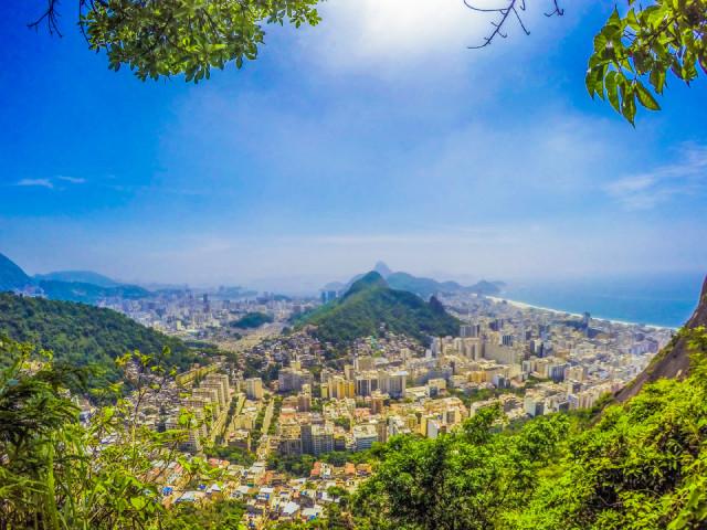Localizado no Cantão, dentro da Comunidade Tabajaras e Cabritos - Copacabana/RJ, o Espaço Cultural CEESC abre as portas para o Atelier Coletivo