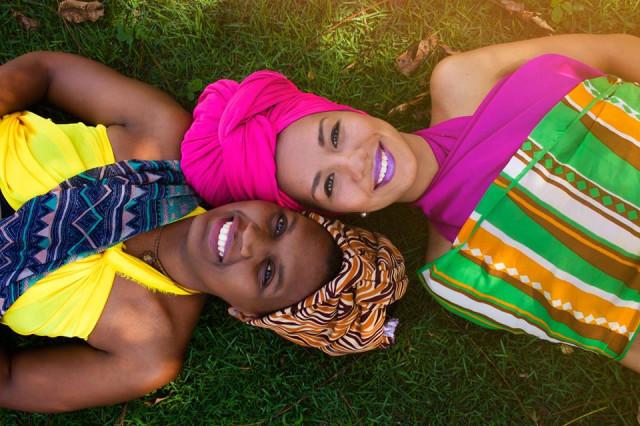 As Princesas Guerreiras em performance, Funjii à esquerda e Kambo à direita