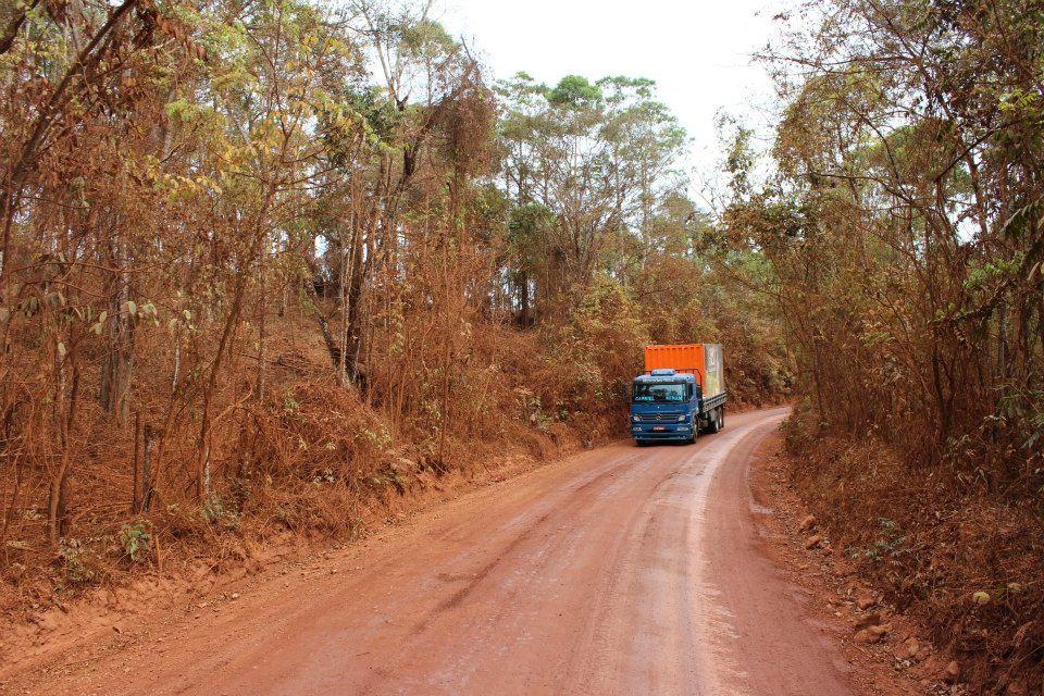 Nosso caminhão container levando saúde, alegria e sustentabilidade a lugares distantes do Brasil.
