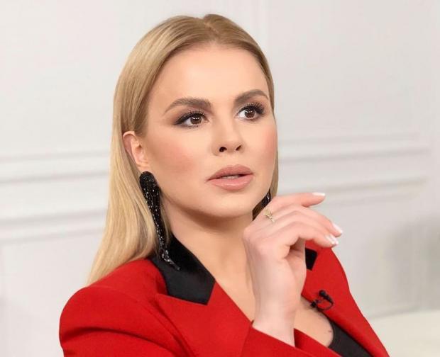 Анна Семенович рассказала чем занимается на карантине и попросила совета у поклонников