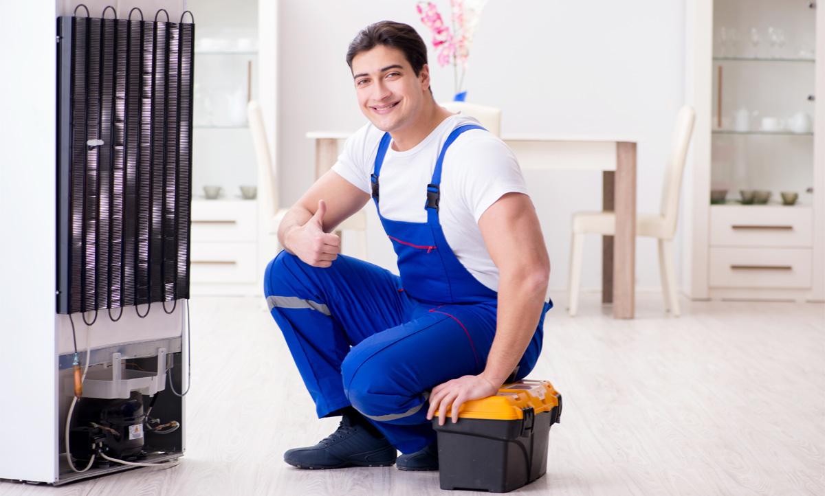 Что делать когда из-под холодильника течет вода