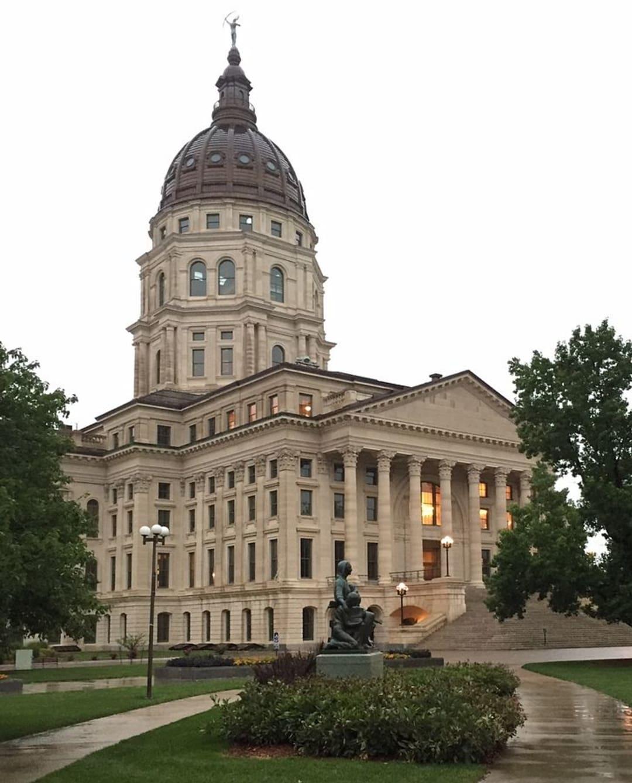 727px-Kansas_Statehouse_2015