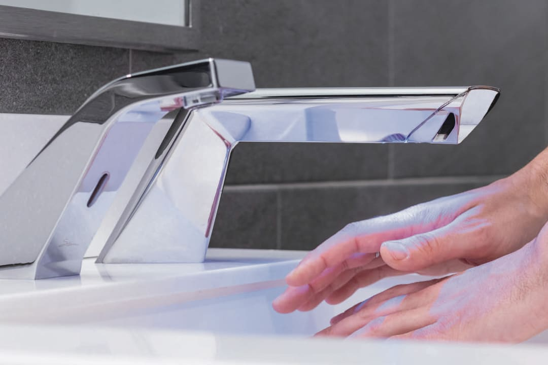D|13 hands-free sink system