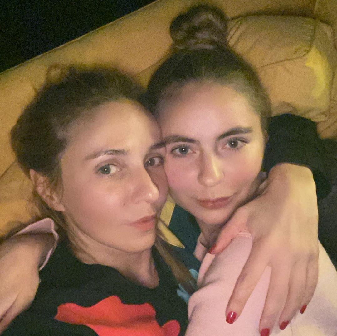 Мой ангел: Татьяна Навка опубликовала фото 20-летней давности с новорожденной дочерью