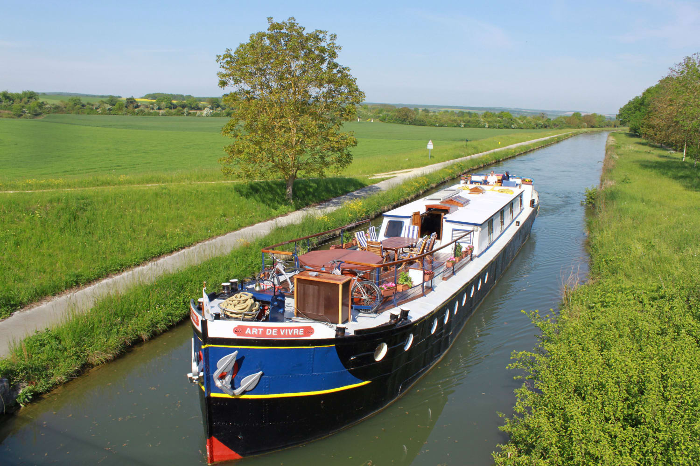 L'Art De Vivre Barge | Canal Cruise in Burgundy - France Cruises