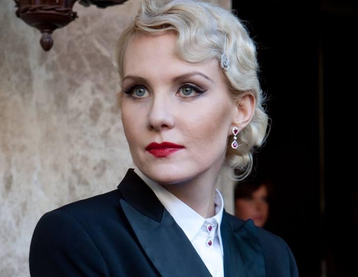 «Какая есть»: 53-летняя Литвинова запечатлела себя на честном фото без макияжа